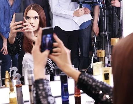 Dia Richesse selfie